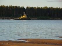 Holownik unosi się na rzece zdjęcie royalty free