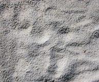 Holperiger trockener leerer grauer Sandbeschaffenheitshintergrund Stockbild