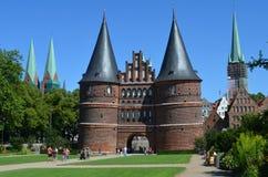 Holsten port, gränsmärke av den Hanseatic staden av LÃ-¼ beck Arkivfoton