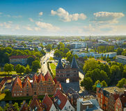 Holstentorpoort in de oude stad van Lübeck stock afbeeldingen