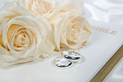 Wedding roses and rings on Bible Royalty Free Stock Photos