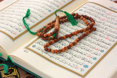Free Holy Quran With Wooden Rosary Royalty Free Stock Photos - 10790958