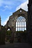 Holyrood Abbey Stone Ruins in Schottland Stockbilder