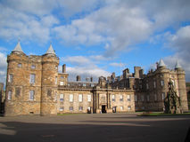 Holyrood slott i Edinburg, Skottland Royaltyfria Bilder