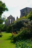 Holyroodhouse slottträdgård Arkivfoto