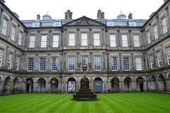 Holyroodpaleis in Edinburgh Schotland stock afbeelding