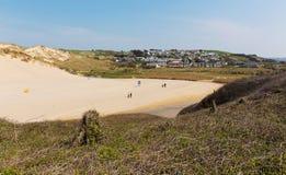 Holywell海湾村庄Pendale在Newquay和Crantock附近铺沙北部康沃尔郡海岸英国英国 免版税库存图片