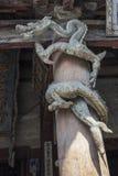 Holz, das chinesischen Drachen schnitzt Stockfotografie