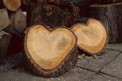 Holz geformt als Herzen Stockfotos