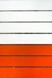 Holz gemalt in Ton zwei, in der Orange und im Weiß Stockbilder