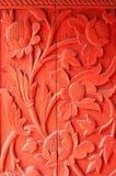 Holz geschnitzte rote Blumen Stockbild