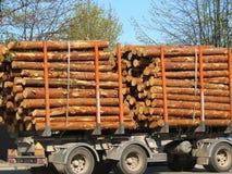 Holz im Anhänger Stockfotos