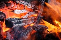 Holz im Feuer Lizenzfreie Stockfotografie