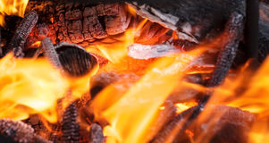 Holz im Feuer Lizenzfreie Stockfotos