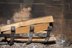 Holz im Kamin lizenzfreie stockfotografie