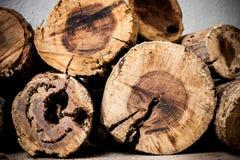 Holz oben angehäuft Stockfotos