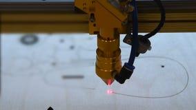 Holz schnitt mit Laser stock footage