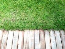 Holz und Gras Stockbild