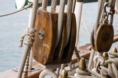 Holz und Seile stockfotos