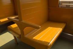 Holzbanken des Tradition Blockwagen-dritte Klassen-Wagenzugs Lizenzfreies Stockfoto