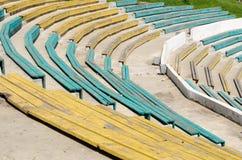 Holzbanken Theater im im Freien lizenzfreies stockfoto