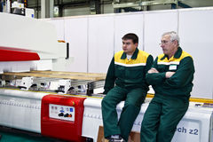 Holzbearbeitungmaschine mit CNC Stockbilder