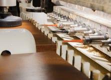 Holzbearbeitungsmaschinenarbeit lizenzfreie stockfotografie