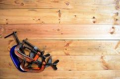 Holzbearbeitungswerkzeuge - vier G Calmps Stockbild