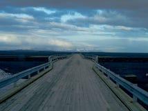 Holzbrücke, Island Stockfoto