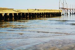 Holzbrücke und das adriatische Meer, Jesolo, Italien Lizenzfreie Stockfotos