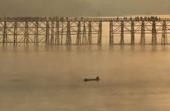 Holzbrücke von Sangkhlaburi in Kanjanaburi-Provinz, Thailand, Morgentag stockfotografie