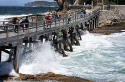 Holzbrücke, zum von Insel zu entblößen Stockfoto