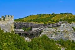 Holzbrücke zur Festung Lizenzfreie Stockfotos