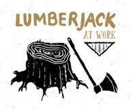 Holzfäller am Arbeit Weinleseaufkleber, Hand gezeichnete Skizze, Schmutz maserte Retro- Ausweis, Typografiedesign-T-Shirt Druck,  Stockfoto