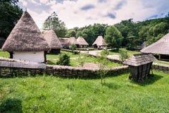 Holzhäuser im Dorf-Museum Stockbild