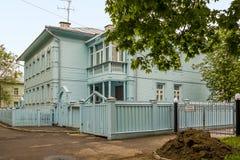 Holzhäuser vom firdt halben 20. Jahrhundert in Vologda Lizenzfreie Stockfotos