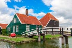 Holzhäuser in Zaanse Schans, die Niederlande lizenzfreies stockfoto