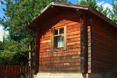 Holzhaus, arbeitend im Garten Lizenzfreies Stockfoto