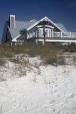 Holzhaus auf Strand Lizenzfreie Stockfotografie