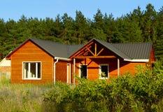 Holzhaus in der Landschaft Stockfoto