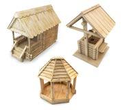 Holzhaus, Gazebo und Brunnen lokalisiert Wiedergabe 3d lizenzfreie abbildung