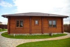 Holzhaus mit Fenster Stockbild