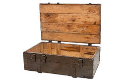 Holzkiste mit dem offenen Deckel lokalisiert auf weißem Hintergrund Stockfotos