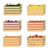 Holzkiste mit Obst und Gemüse Lizenzfreies Stockfoto