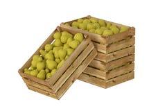 Holzkiste voll Birnenfrucht Getrennt auf weißem Hintergrund stock abbildung