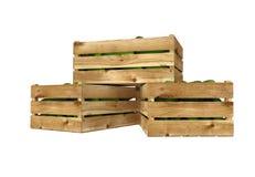 Holzkiste voll Gurken Getrennt auf weißem Hintergrund lizenzfreie abbildung