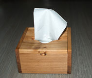 Holzkisten, für Servietten Auf dem Holztisch Stockbild