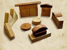 Holzklötze spielen auf Farbenreinheitsschlüsselhintergrund mit Schatten lizenzfreie stockfotos