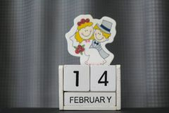 Holzklotzkalender für Valentinsgruß ` s Tag stockfotos