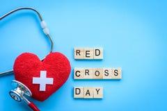 Holzklotzkalender für Weltrotes kreuz und roten sichelförmigen Tag, Lizenzfreie Stockfotos